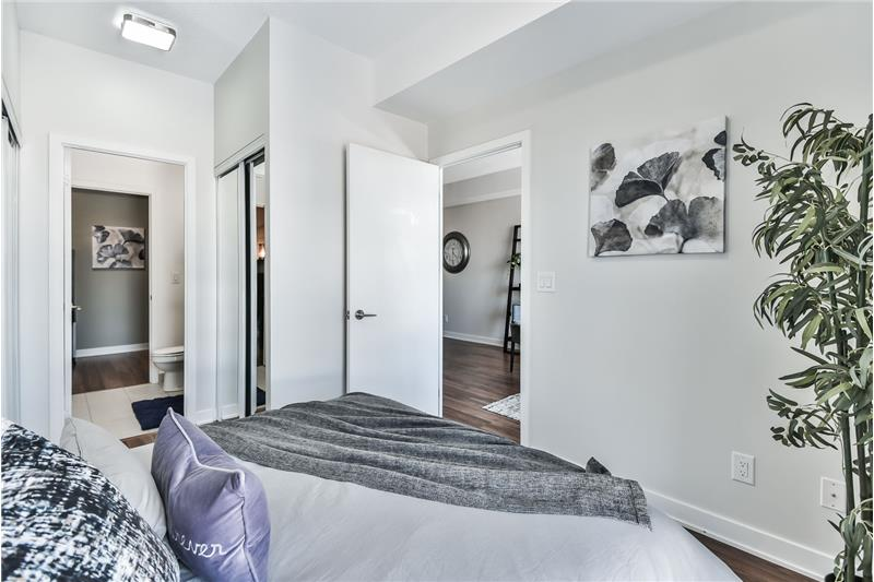 260 Sackville St 1 bedroom with den - bedorom with semi-ensuite bath