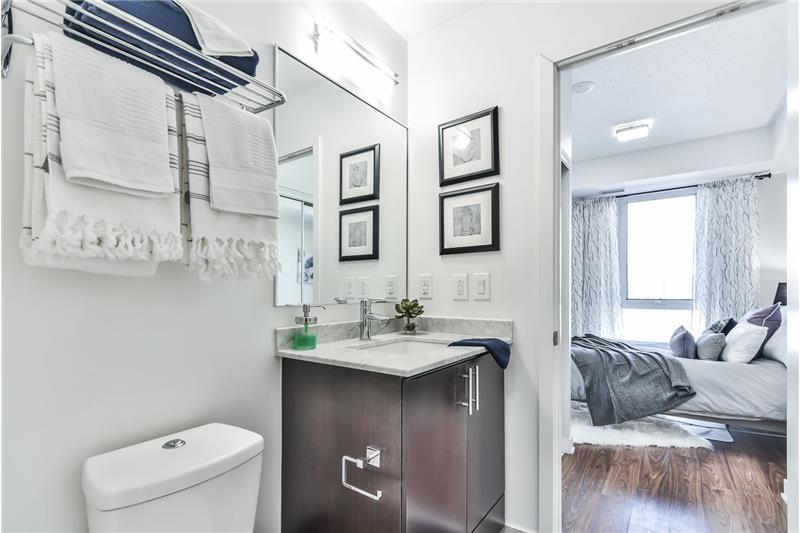 260 Sackville St 1 bedroom with den - semi-ensuite bathroom