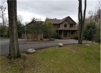 279 Wolf Hollow Rd, Lake Harmony, PA