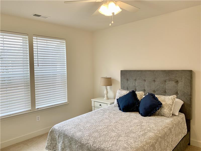Man Level Bedroom Ensuite w/ Queen Bed