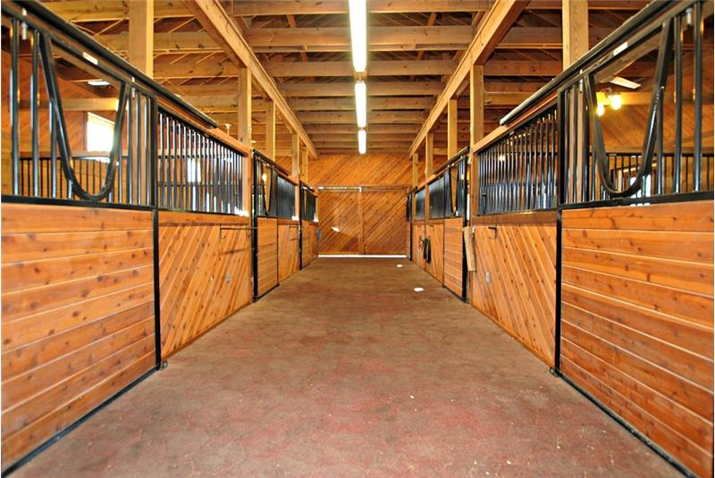 6-stall center aisle stable