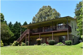 2940 Bear Lane, Hiawassee, GA