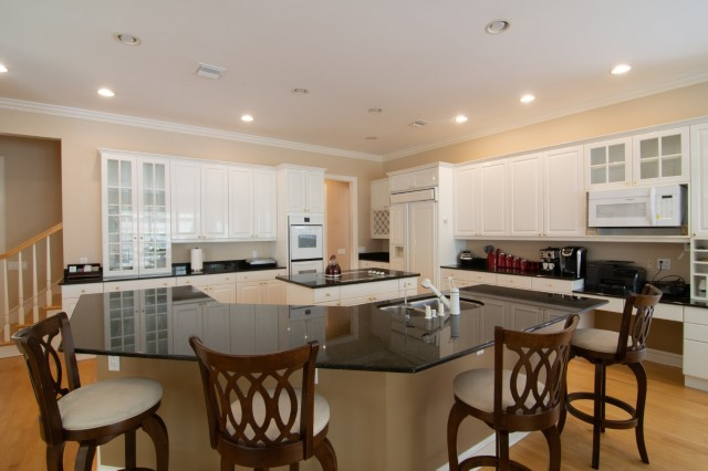 Kitchen with Center Island and Counter Seating