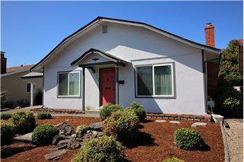 305 Orangewood Drive, Healdsburg, CA