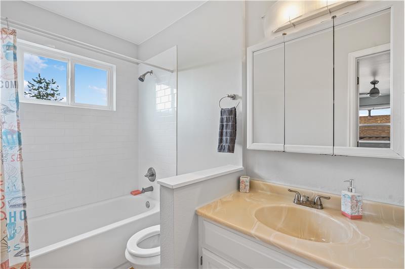 Full upstairs bathroom