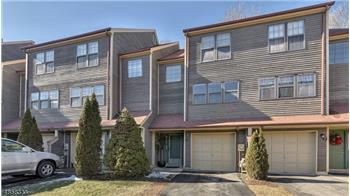 Very Spacious 2BR, 2.5BA Townhome Features Hdwd Flrs on Main Le...