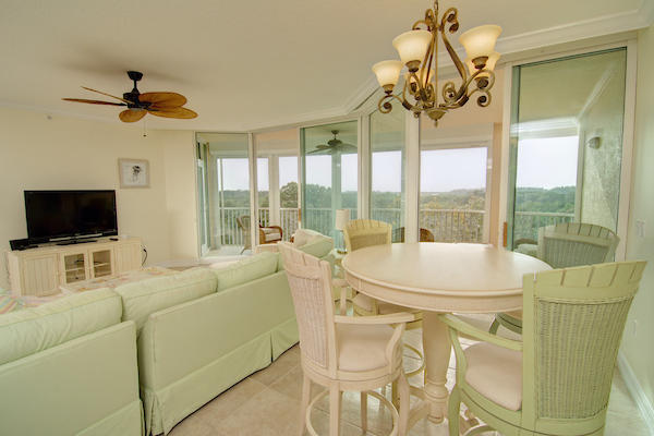 Breakfast area opens to balcony