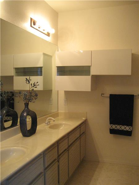 Double Sinks in Bathroom