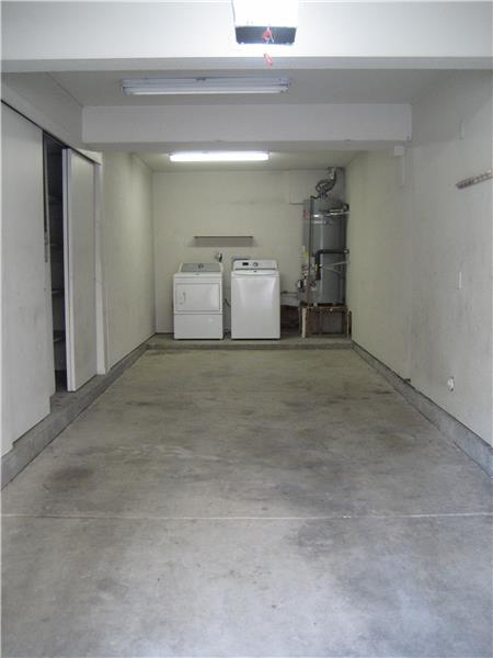 Tandem Garage with Washer/Dryer