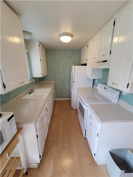Galley kitchen - all appliances included