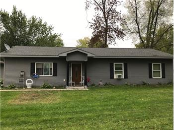 Spacious and Cozy ~ One Level Living ~Great For Families or Ret...