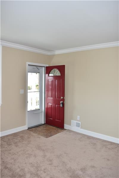 Living Room/Main Entrance
