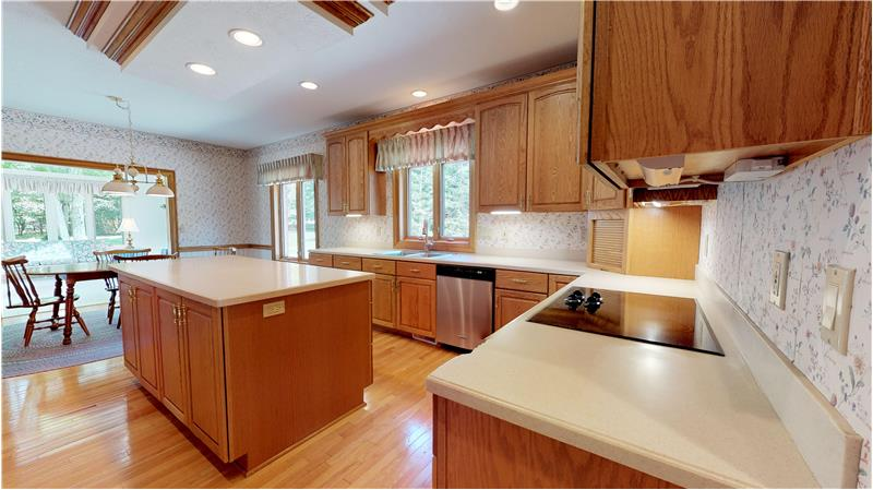 Spacious dinette with access to the sun room!