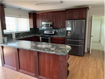 Primary listing photos for listing ID 579422