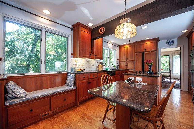 504 Meadowbrook Circle Built In Kitchen Window Seat