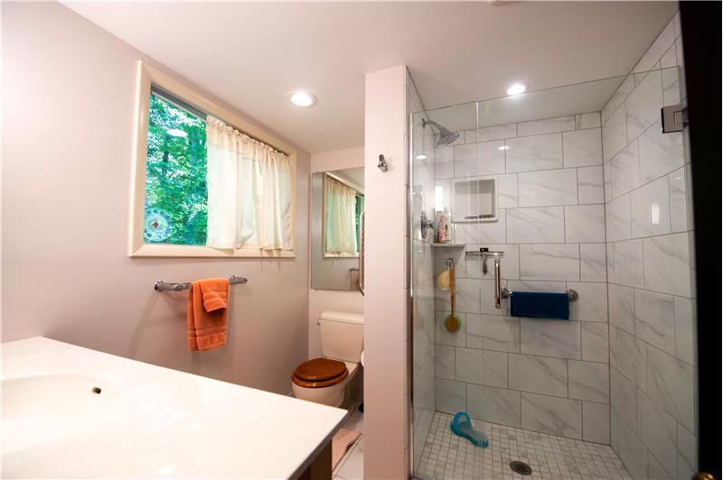 504 Meadowbrook Circle Primary Bathroom
