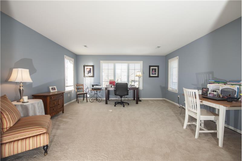 532 Red Fox Lane Sitting Room