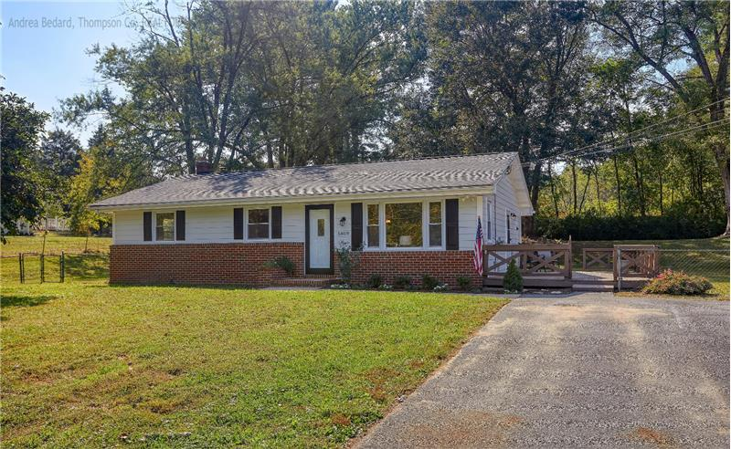 Come fall in love with this charming Eldersburg rambler!