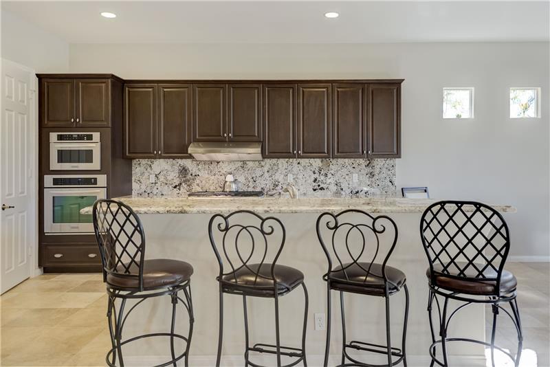 Big kitchen with Breakfast Bar