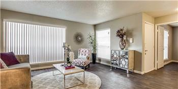 Primary listing photos for listing ID 579985