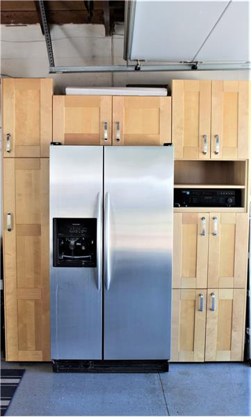 Cabinets, Refrigerator, Receiver Included