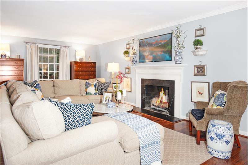 759 Richards Road Living Room