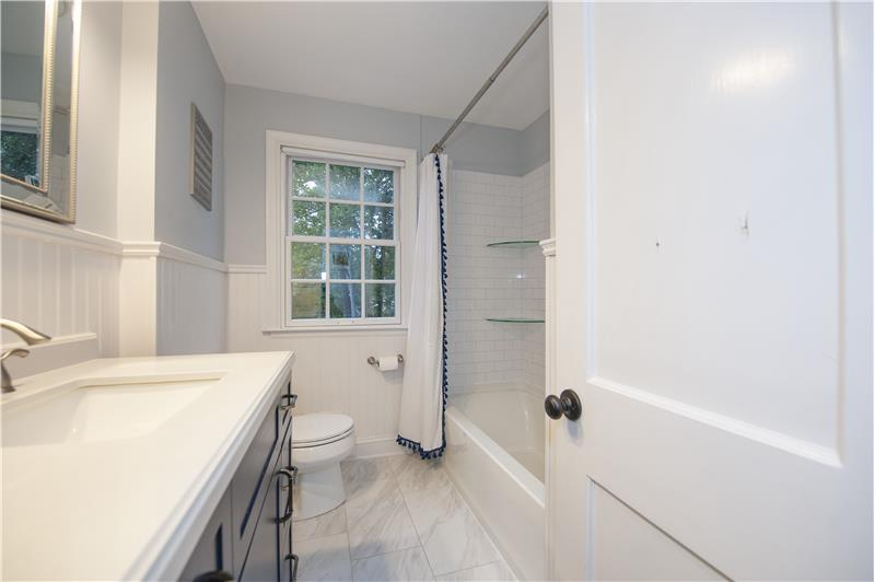 759 Richards Road Hall Bathroom