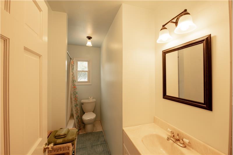 807 Penn Street, Bryn Mawr, Bathroom 2