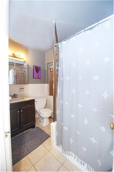 8129 Germantown Avenue Apartment Bathroom