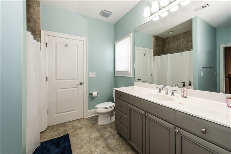 Jack & Jill bathroom provides en-suite access from two bedrooms as well as access from the hallway.