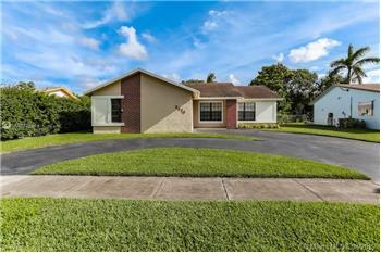 8570 NW 3rd St, Pembroke Pines, FL