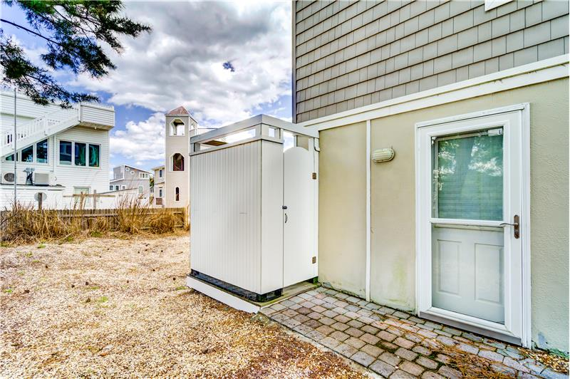 Outdoor Shower & Side Entrance