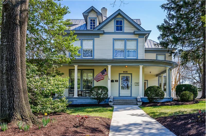 You'll be the envy of the neighborhood when you call this house your HOME!