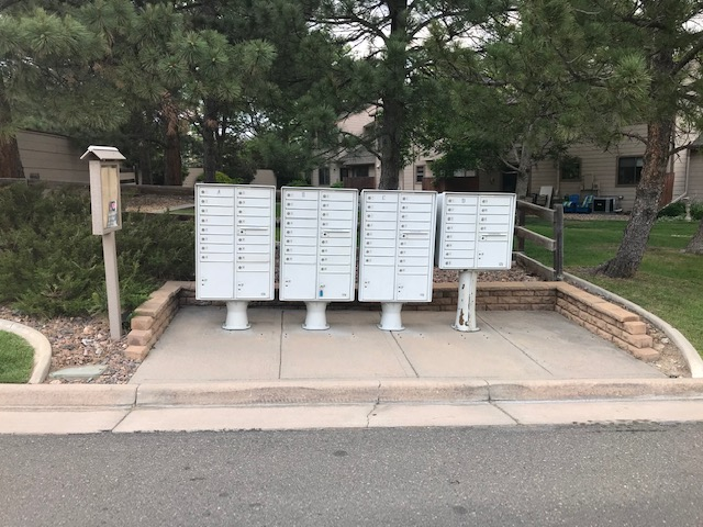 Cluster mailboxes at entrance