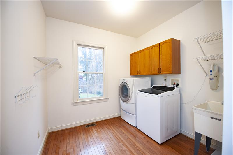 930 Academy Lane Furnished Rental Laundry Room