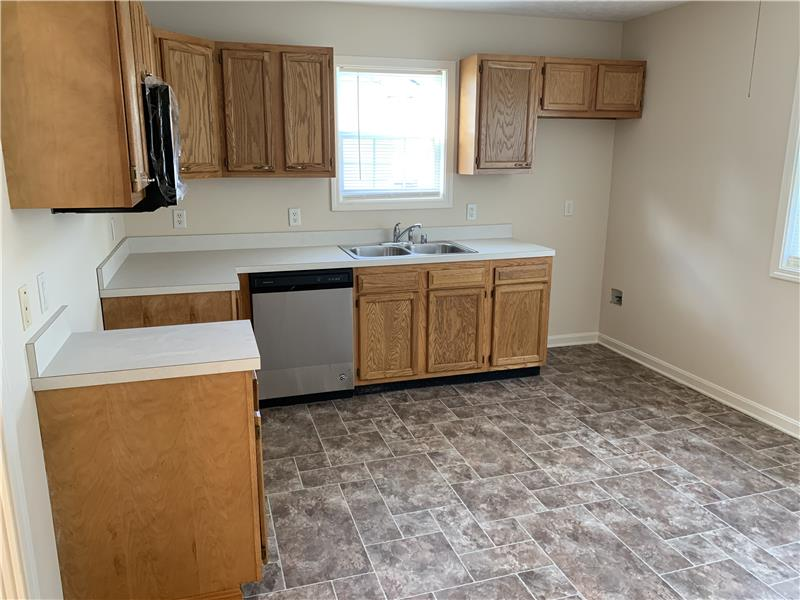 Large eat-in kitchen with oak cabinets