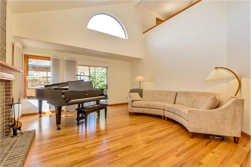 Note the vaulted ceiling and lots of light!