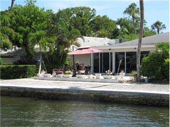 1370  Moonmist Dr, Sarasota, FL