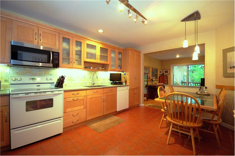 Large eat in kitchen with maple & birds eye maple cabinets