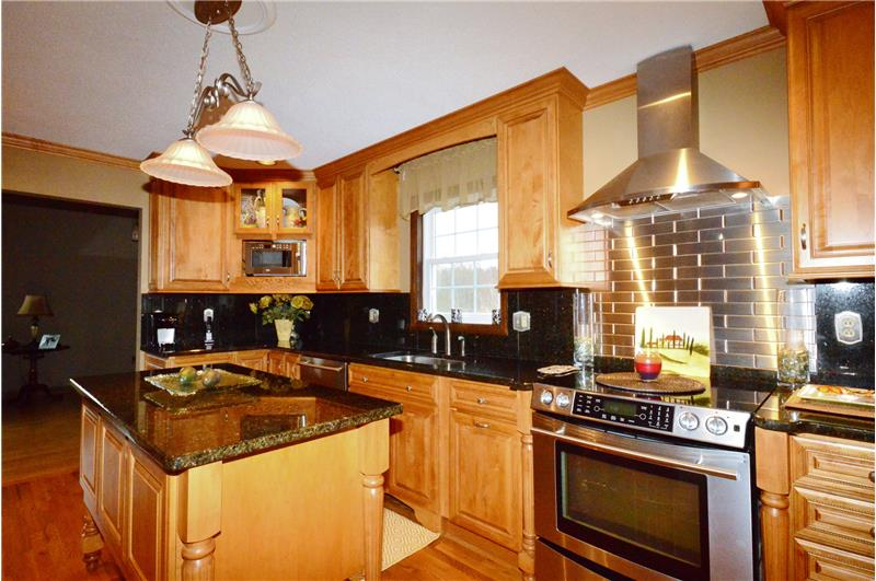 Granite counter tops, beautiful cabinets