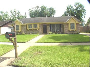 Darling 3-2-2-in immaculate condition. New  gorgeous, easy care, wood laminate  floors!!