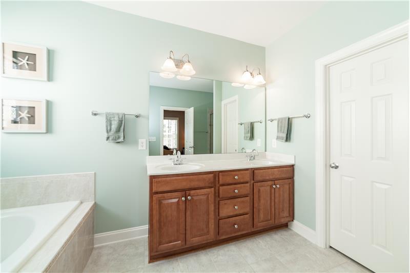 1601 Bellenden Drive, Durham, NC Master Bathroom