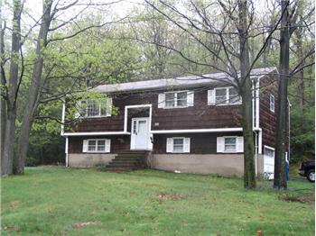 35 Larchmont Dr, Hewitt, NJ
