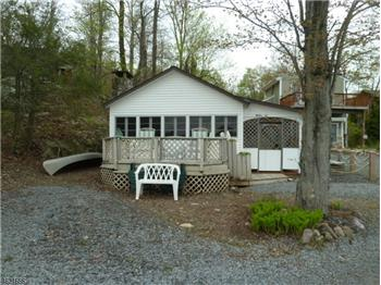 24 Cove Rd, Greenwood Lake, NY