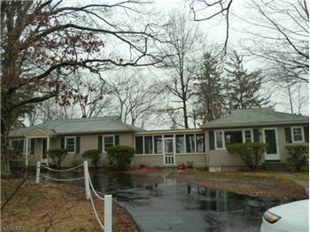 48 Lakeside Rd, Hewitt, NJ
