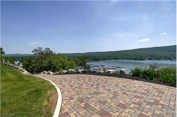 17 Cascade Trl, Greenwood LAke, NY