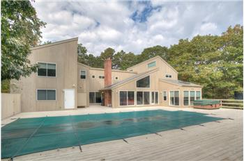 1 Blue Jay Way, Quogue, NY