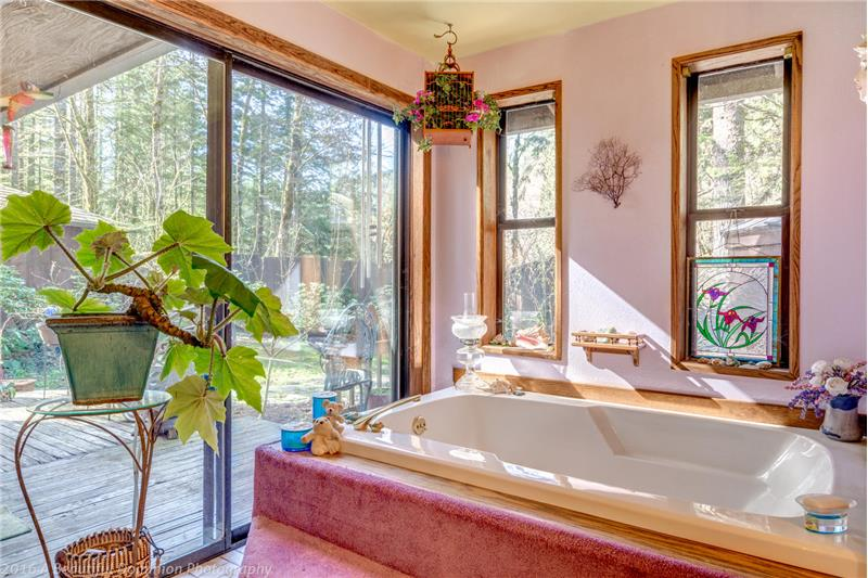 Master Bath Garden Tub - Slider to HotTub