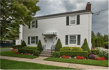 63 Raymond St, Hicksville, NY
