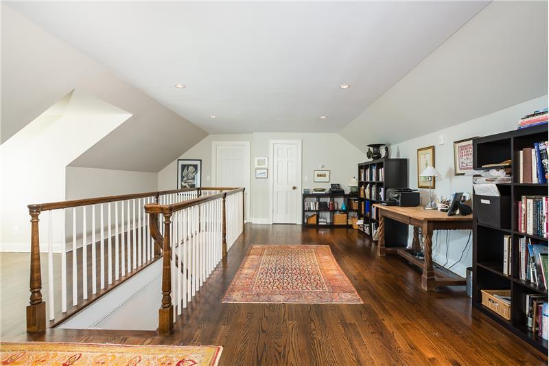 Office Area - Upstairs